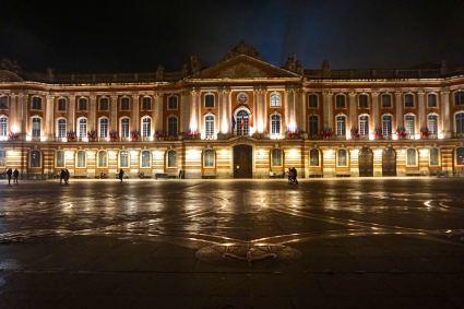 Toulouse, place du Capitole, de nuit