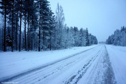 Laponie, route enneigée