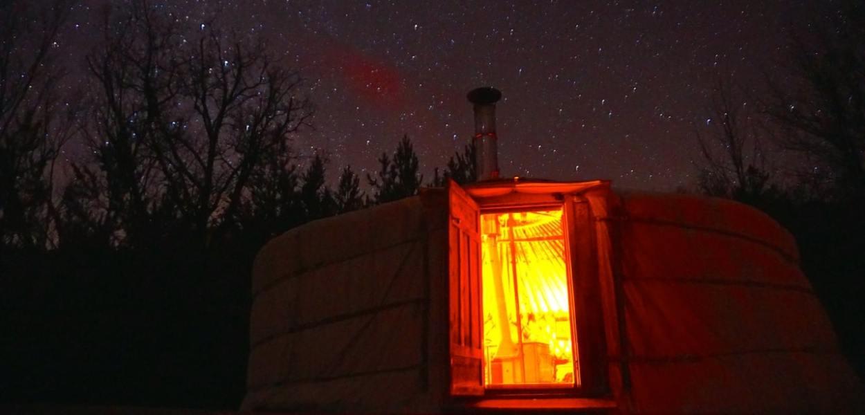 La Motte-Chalancon, yourte de l'Oasis Bellecombe de nuit
