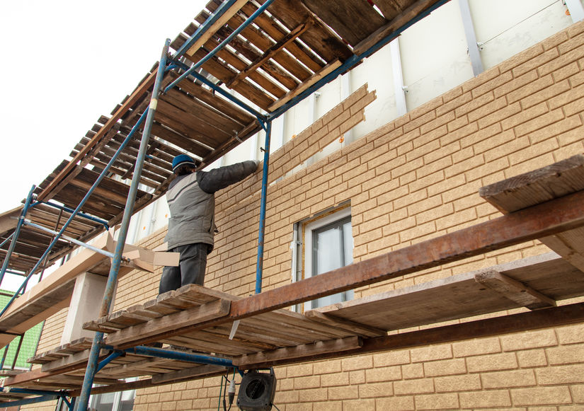 Installation of siding on the walls of the house.