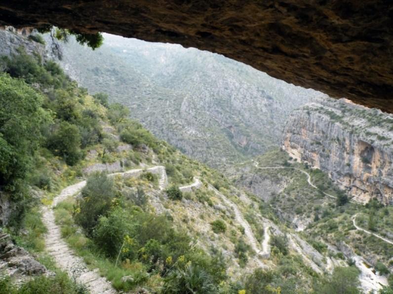 Vista desde el Forat hacia los escalones. Fuente: cederalicante.es
