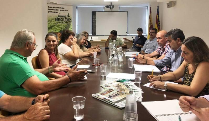 consellera de Agricultura, Mireia Mollà, visita la sede de ASAJA en Alicante