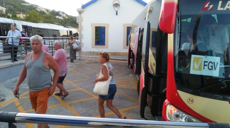 La Generalitat adjudica el transporte alternativo de autobús entre las estaciones de Calp y Teulada del TRAM d'Alacant