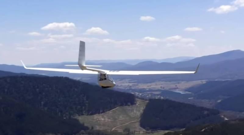 Vuelo sin Motor, un Ala Delta modificada con configuración de Parapente