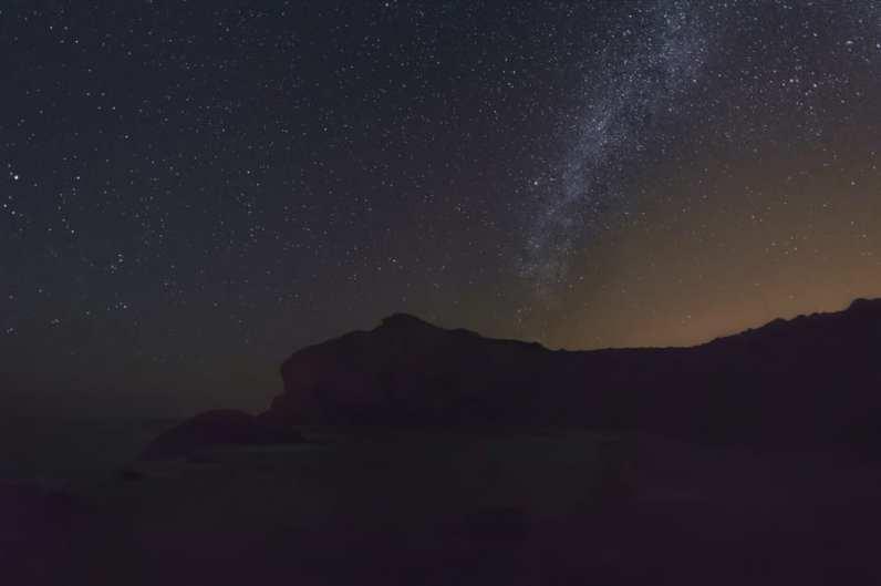 Escoge tu cámara y objetivo según tus metas. Vía Láctea fotografiada con la cámara de iniciación Nikon D3200