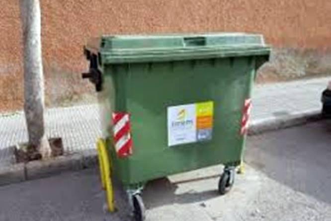 El Ayuntamiento de Almoradi hace un llamamiento a los vecinos para desechar correctamente guantes y mascarillas