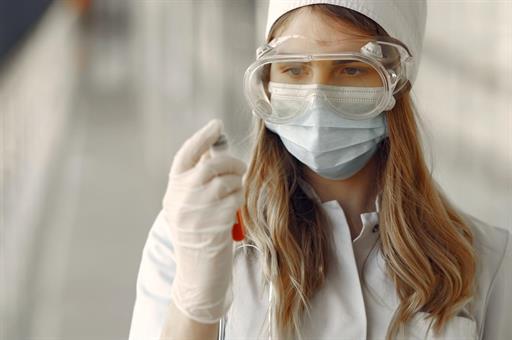 Llega a Madrid el primer tren de suministros sanitarios, con 28 millones de mascarillas y más de 400.000 buzos desechables