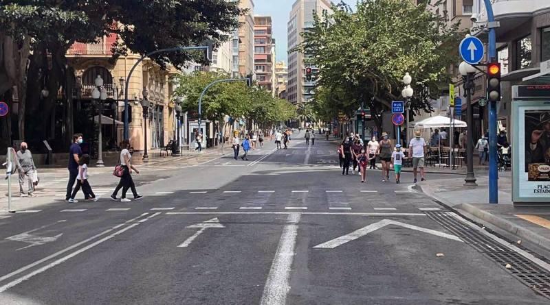 El Ayuntamiento organiza la primera jornada de peatonalización del centro de Alicante del domingo sin coches en la Rambla, Plaza del consistorio y Cantera