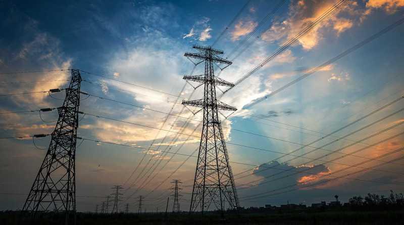 Una avería en la red eléctrica deja sin luz a cientos de miles de hogares en varias zonas de España