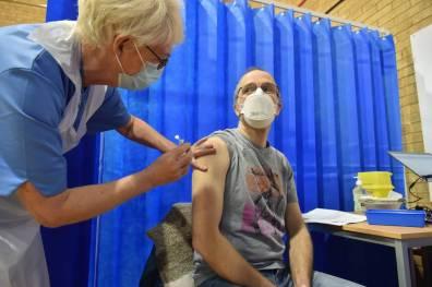 Cuantos-dias-deben-pasar-entre-la-primera-y-la-segunda-dosis-de-la-vacuna