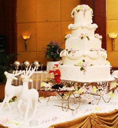 A2ZWeddingCards- Christmas theme wedding cake