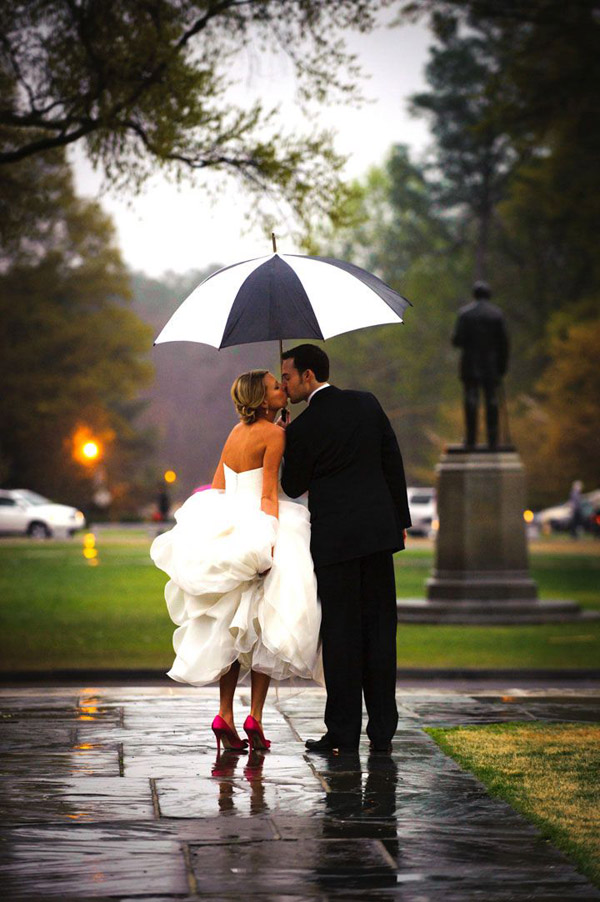 sweet-kiss-of-bride-and-groom-in-the-city-street-17-A2zWeddingCards