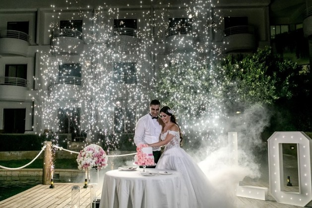 Glitter up your wedding in an elegant and classy way