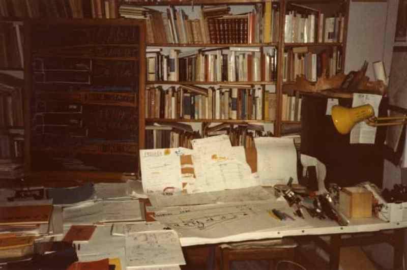 (Venezia, Studio della casa di Luigi Nono alla Giudecca, fotografato dal compositore, agosto 1984 : © Eredi Luigi Nono; Archivio Luigi Nono, Venezia)