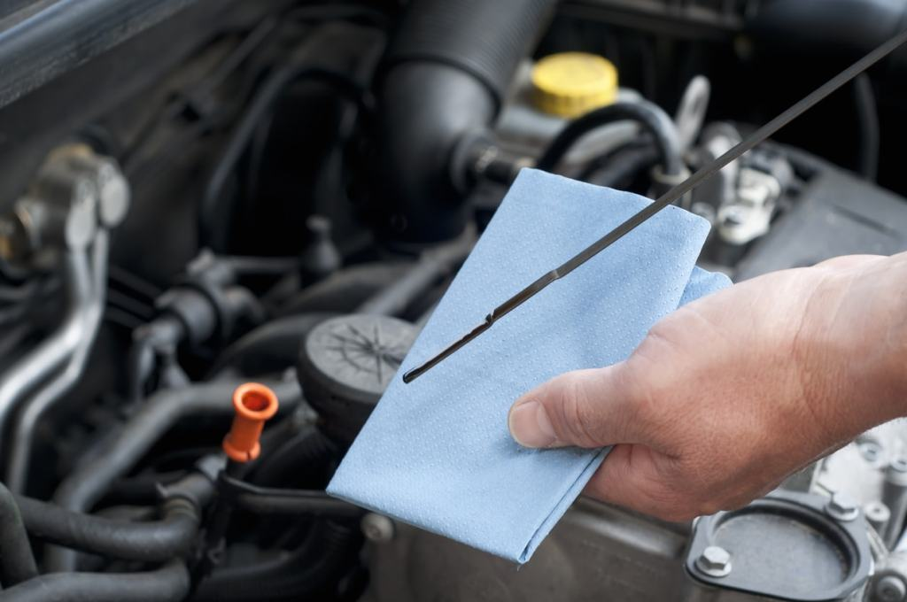 Quick Tips For Checking Vehicle Fluids Aaa Automotive