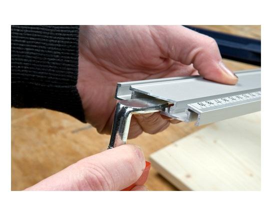 Monteringsbeslag til linial værktøj