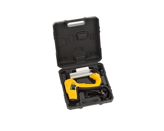 Søm og klammepistol i kuffert + 500 dele værktøj