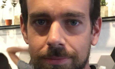 """Jack Dorsey nega perseguição política, mas reconheceu que o Twitter """"é mais de esquerda"""". Foto: cellanr / Wikipedia"""