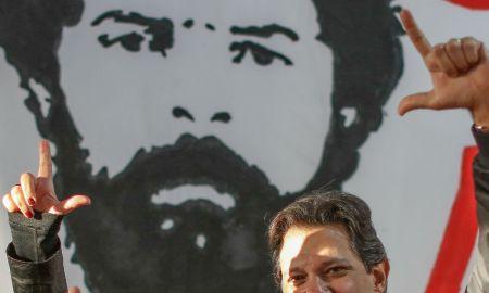 Fernando Haddad na sombra de Lula sem fazer conta de voto válido. Foto: Ricardo Stuckert