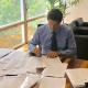 O ministro em seu gabinete: falta muito para ler. Foto: Divulgação/Ricardo Salles