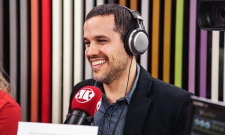 Felipe Moura Brasil, em um dia no 'Pânico': agora no comando do Jornalismo da Pan. Foto: Instagram/Felipe Moura Brasil