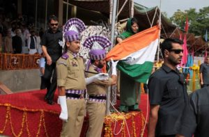 Jammu and Kashmir Chief Minister Mehbooba Mufti pulls the tricolor after it fell down during flag hoisting cermony at Bakshi stadium in Srinagar Monday. The function was held in connection 70th independence day.Express photo Shuaib Masoodi 15-08-2016