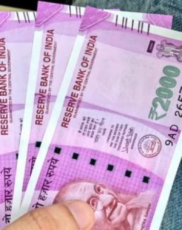 old man allegation on giving photocopy of 2000 rs notes
