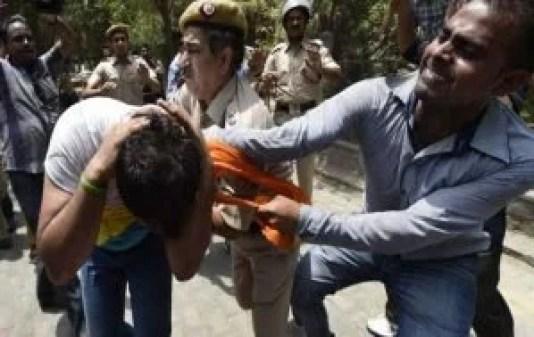 worried people beaten modi supporters inside bank