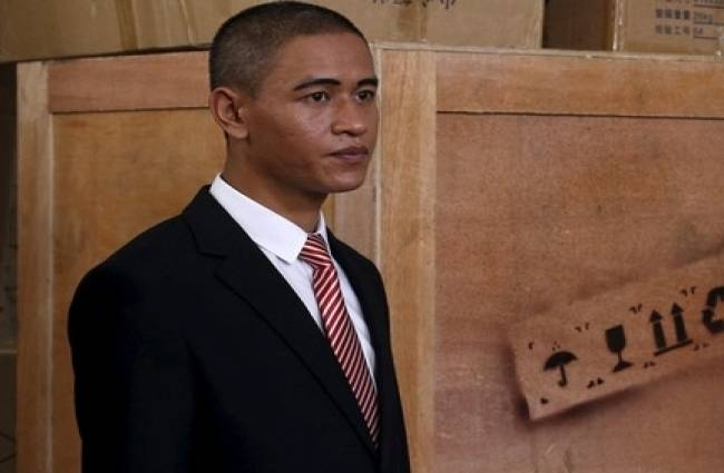 obama lookalike is very lucky
