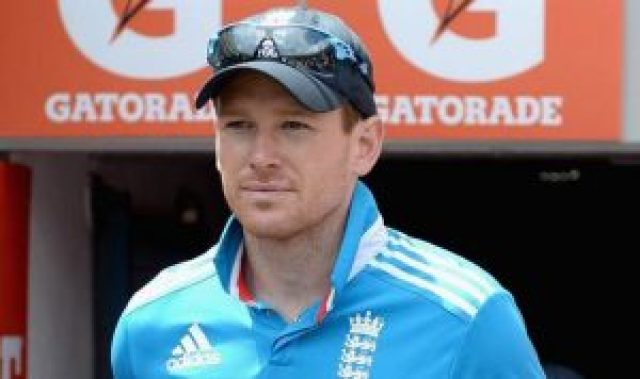 eoin morgan sits on e rickshaw in kanpur