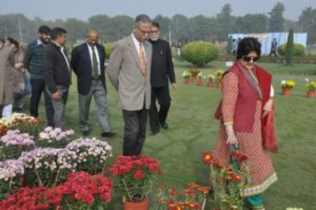flower show inaugurated by amu vc zameeruddin shah and his wife at gulistan e syed amu
