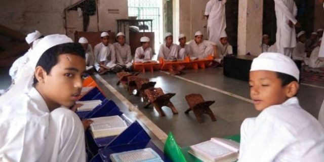 now madhya pradesh government give order to host indian flag daily to all madarsas
