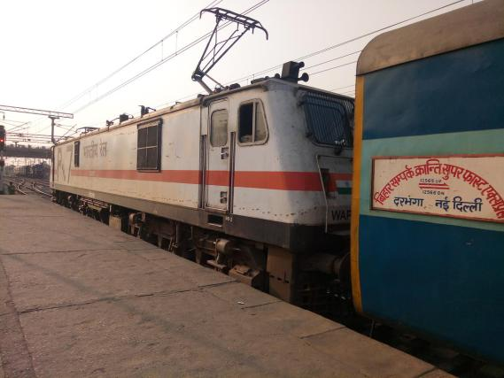 sampark kranti express train ट्रेन escape accident