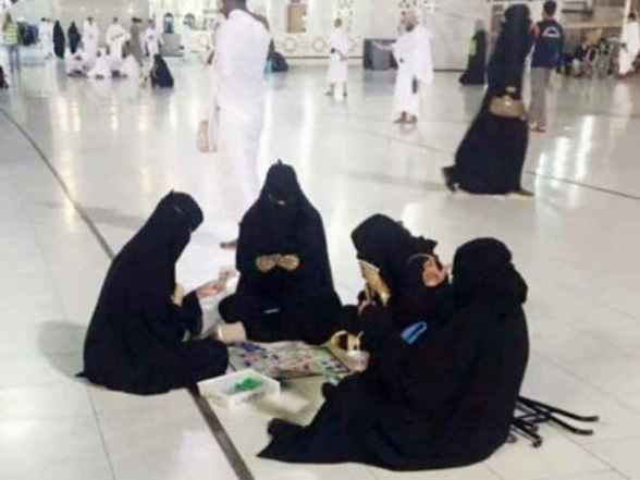 women playing game makkah मक्का