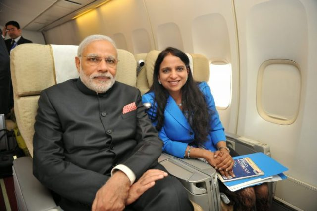 woman spotted with modi नरेंद्र मोदी on foreign trip