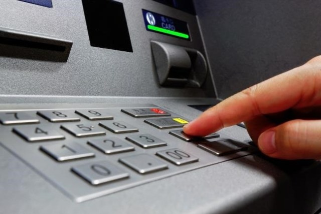 be alert while withdrawing money from atm machines