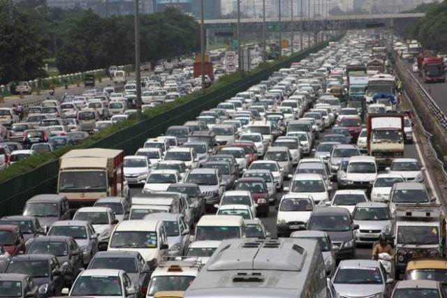 long traffic jam जाम in delhi due to cab protests