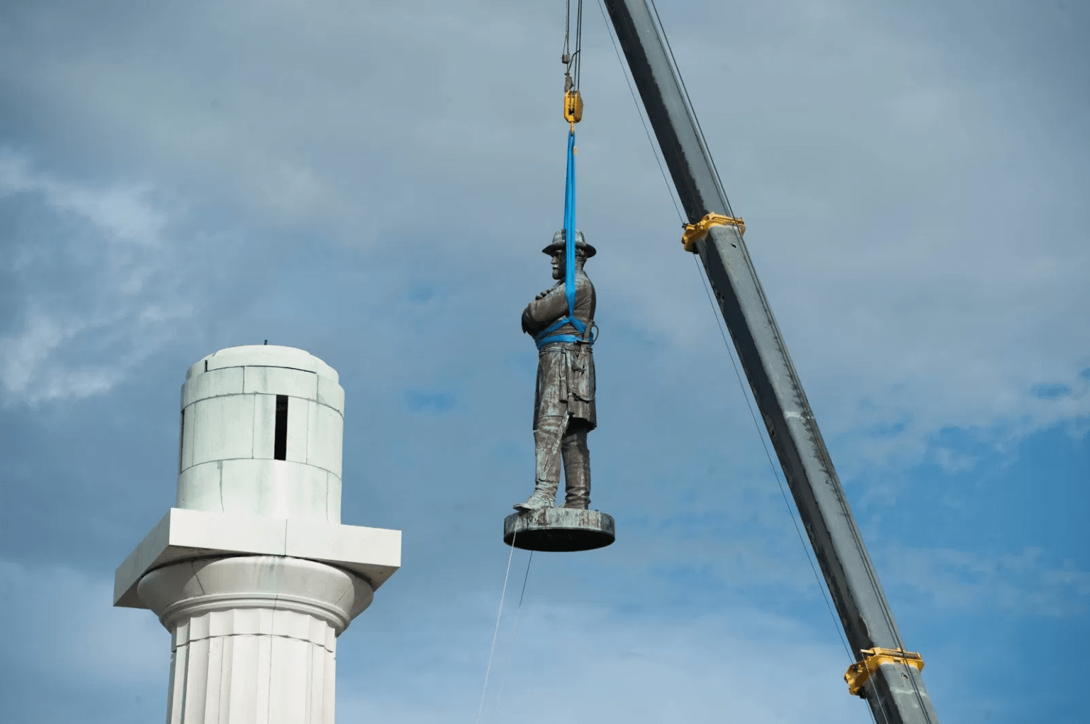On May 19, 2017, the statue of Robert E. Lee was removed from Lee Circle in New Orleans