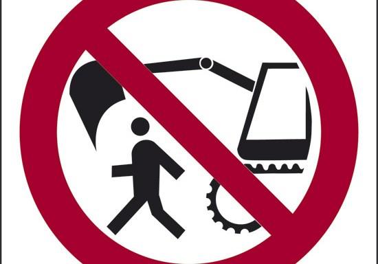 (vietato passare nel raggio d'azione dell'escavatore)