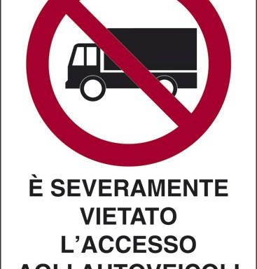 E' SEVERAMENTE VIETATO L'ACCESSO AGLI AUTOVEICOLI NON AUTORIZZATI