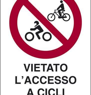 VIETATO L'ACCESSO A CICLI E MOTOCICLI