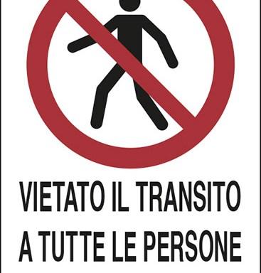 VIETATO IL TRANSITO A TUTTE LE PERSONE NON AUTORIZZATE
