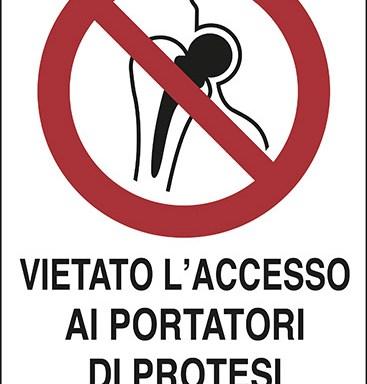 VIETATO L'ACCESSO AI PORTATORI DI PROTESI METALLICHE