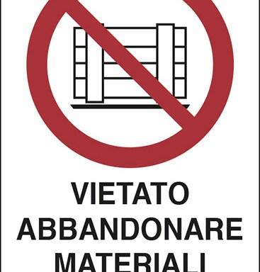 VIETATO ABBANDONARE MATERIALI DI SCARTO