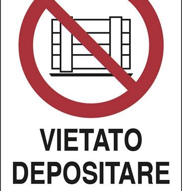VIETATO DEPOSITARE MATERIALI