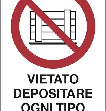 VIETATO DEPOSITARE OGNI TIPO DI MATERIALE