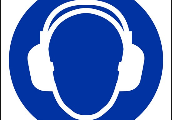 (e' obbligatorio indossare le protezioni dell'udito – wear ear protection)