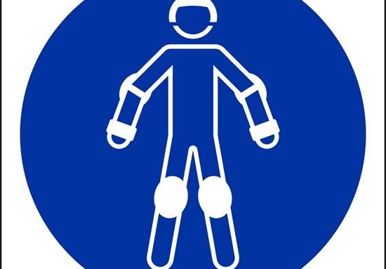 (indossare protezioni per pattinaggio – wear protective roller sport equipment)