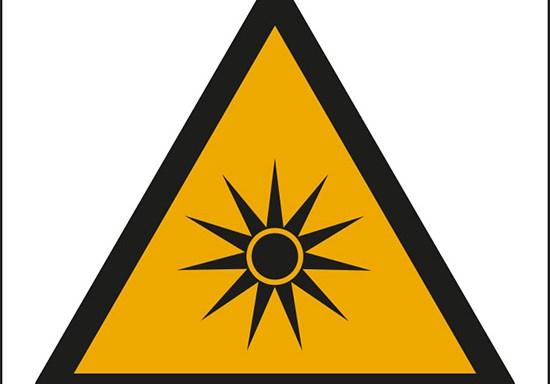 (pericolo radiazioni ottiche – warning: optical radiation)