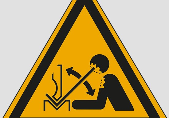(warning: rapid movement of workpiece in press brake)